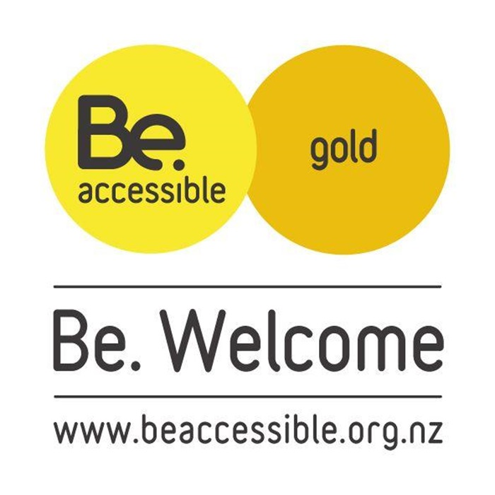 be-welcome-web-sticker_gold